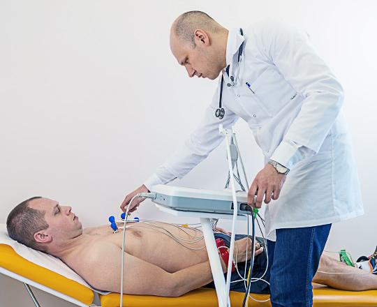 Dr_Lukasz_Gawinski_Kardiolog_badania_specjalistyczne_EKG