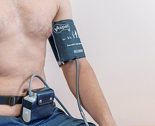 Dr_Lukasz_Gawinski_Kardiolog_badania_specjalistyczne_HOLTER_24