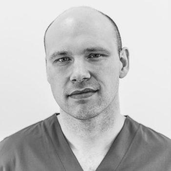 Dr_Lukasz_Gawinski_Kardiolog_portret_bw